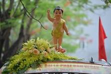 Lễ rước hơn 400 xe hoa và tắm Phật mừng Đại lễ Vesak 2019