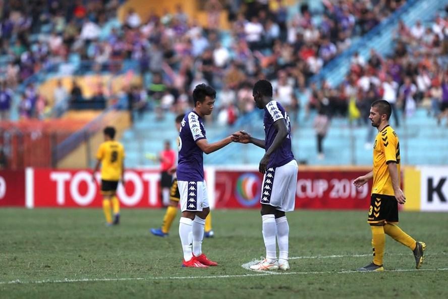 Hà Nội đã sớm có bàn thắng trong hiệp 1. Ảnh: Sơn Tùng