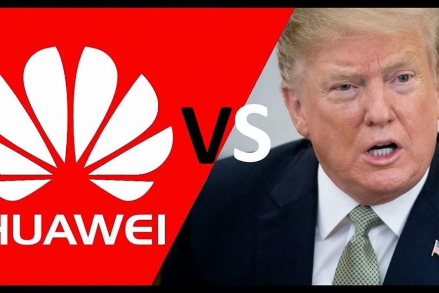 Theo quan điểm của Bloomberg, tấn công Huawei là một chiến lược sai lầm. Ảnh youtube