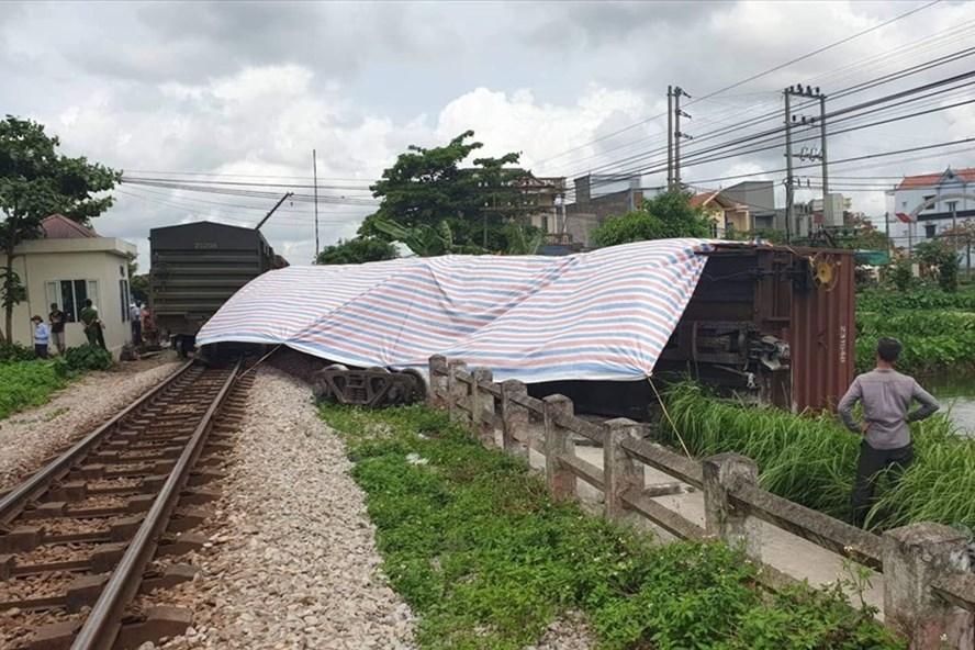 Nguyên nhân tàu trật bánh, lật toa ở Nam Định là do chất lượng đường của Công ty CP đường sắt Hà Ninh không đảm bảo an toàn. Ảnh: Hoàng Long.