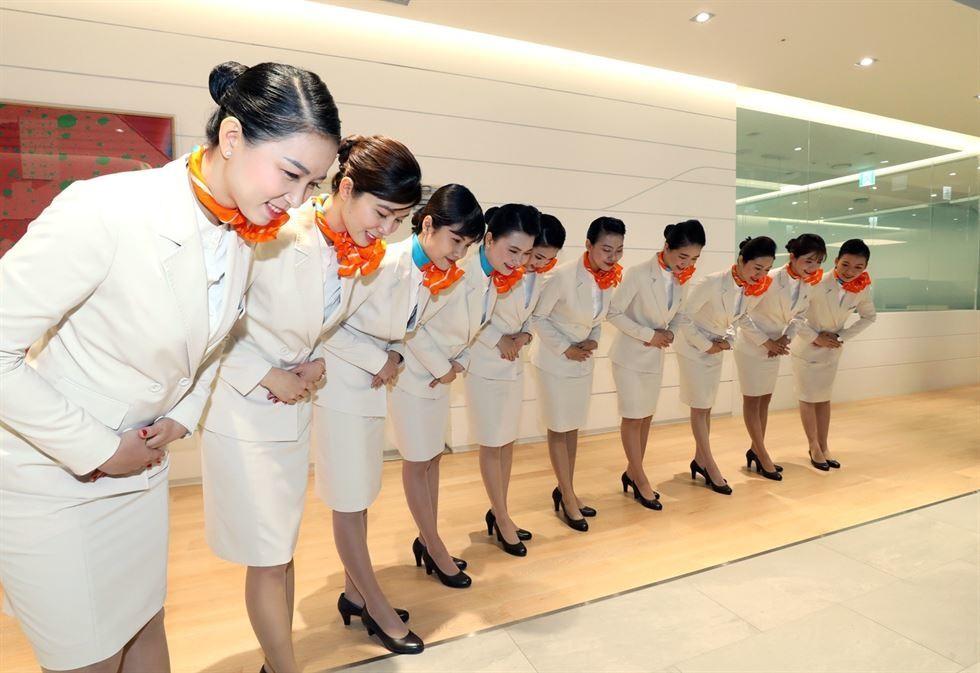 10 tiếp viên hàng không người Việt Nam được Jeju Air tuyển dúng ẽ bắt đầu làm việc trên 4 chuyến bay tới Việt Nam từ ngày 22.5. Ảnh: Korea Times.