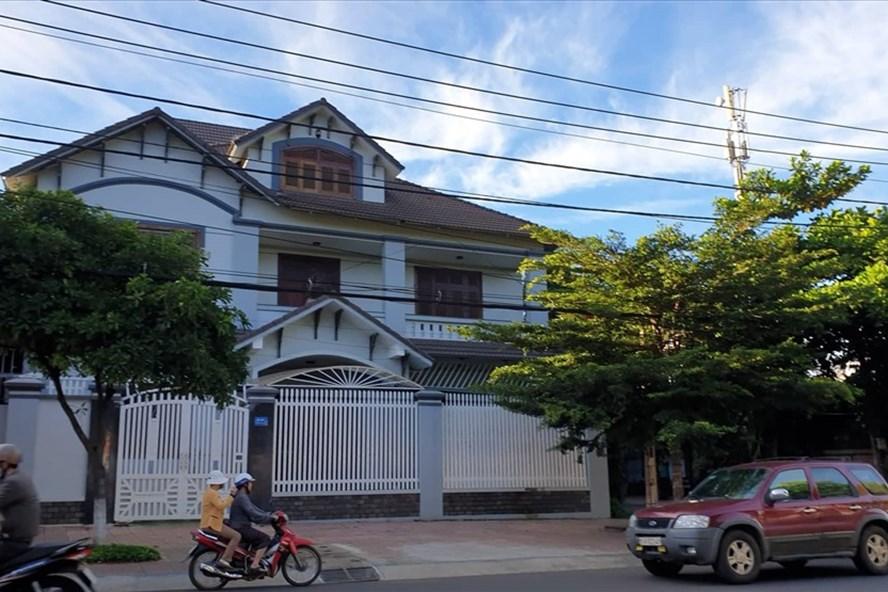 Nhiều ngôi nhà trên đường Tô Vĩnh Diện - phía sau nhà số 21C đường Mai Hắc Đế, hiện vẫn còn là đất quốc phòng. Trong ảnh là nhà số 21C đường Mai Hắc Đế. Ảnh Hữu Long