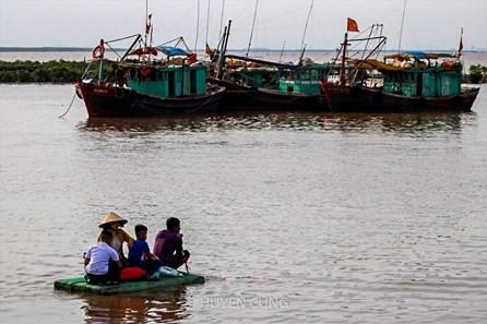 """Mùa hè """"đoàn viên"""" của các gia đình ngư dân trên cảng cá Ngọc Hải"""