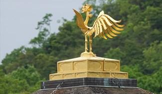 Trên nóc Chùa Vàng Nhật Bản
