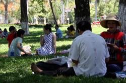 """Dân Quy Nhơn tìm đủ chiêu """"hạ nhiệt"""" khi bị cắt điện giữa lúc nắng nóng"""