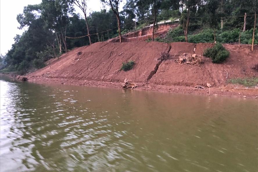 Hàng loạt dự án resort đang lấp hồ Đồng Mô. Ảnh: TC-CN