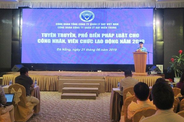 Đồng chí  Đỗ Nga Việt - Ủy viên Ban cán sự Đảng bộ GTVT, Chủ tịch Công đoàn Giao thông vận tải Việt Nam phát biểu tại hội nghị. Ảnh: T.T