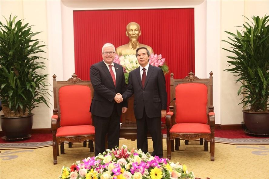 Đồng chí Nguyễn Văn Bình, Ủy viên Bộ Chính trị, Bí thư Trung ương Đảng, Trưởng ban Kinh tế Trung ương đã tiếp Đại sứ Australia Craig Chittick.