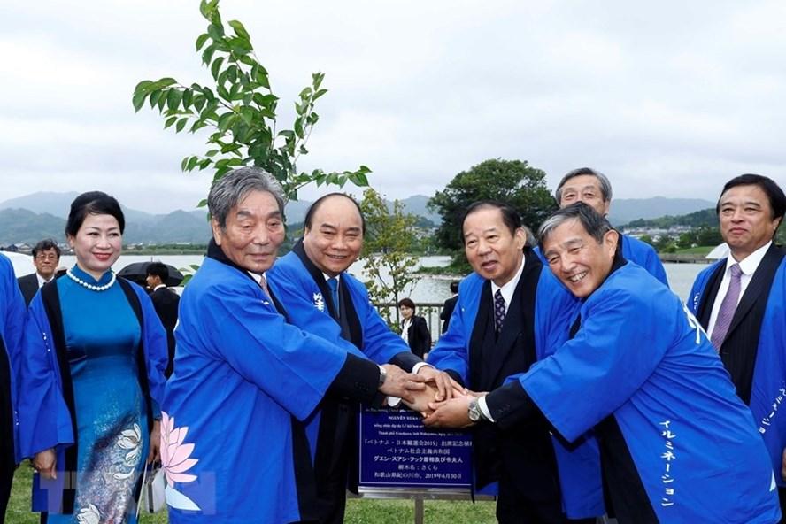 Thủ tướng Nguyễn Xuân Phúc dự lễ hội hoa sen Nhật – Việt. Ảnh: TTXVN.
