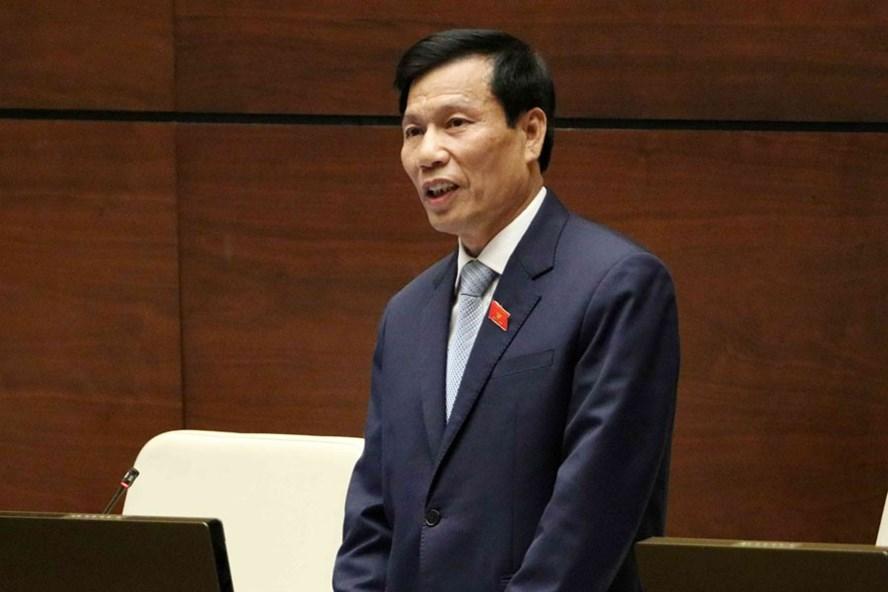 Bộ trưởng bộ VHTTDL Nguyễn Ngọc Thiện trả lời chất vấn.
