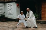 Lần đầu tiên võ sư Flores làm diễn viên, tham gia đóng phim ở Việt Nam