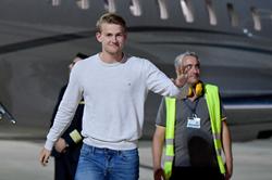 De Ligt đến Turin chuẩn bị ký hợp đồng bom tấn với Juventus