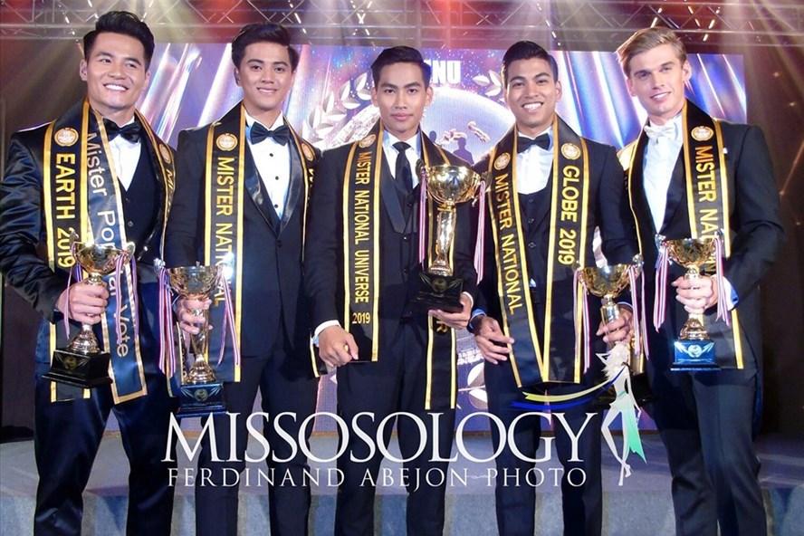 Đặng Hiếu Đức (bìa trái) cùng 4 thí sinh top 5. Ảnh: Trang Misosology.