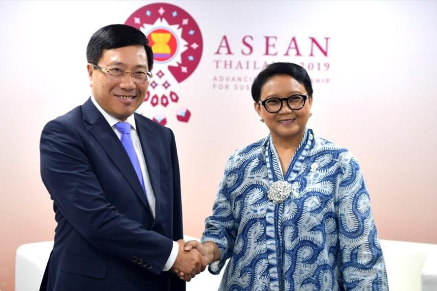 Phó Thủ tướng, Bộ trưởng Ngoại giao Phạm Bình Minh và Bộ trưởng Ngoại giao Indonesia Retno Marsurdi. Ảnh: BNG.