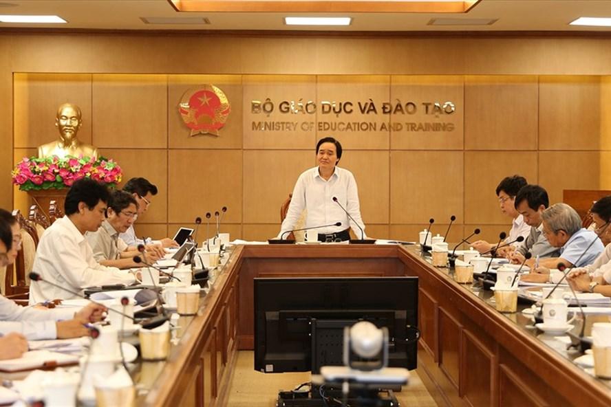 Bộ trưởng Phùng Xuân Nhạ chủ trì họp về thẩm định SGK.