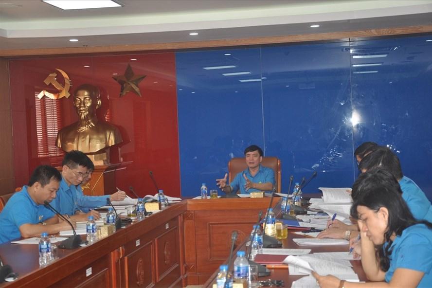 Đồng chí Bùi Văn Cường - Ủy viên Trung ương Đảng, Chủ tịch Tổng LĐLĐVN chủ trì các cuộc họp.