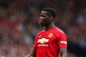 """Paul Pogba và """"cú nhảy dù"""" khỏi máy bay đi du đấu của Man United"""