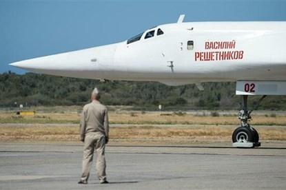 """Nga điều """"thiên nga trắng"""" Tu-160 thị uy sức mạnh ở cửa ngõ Mỹ"""