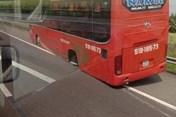 Xe khách rơi bánh, cao tốc TP HCM - Trung Lương tắc đường nghiêm trọng