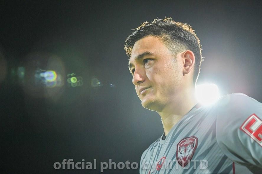 Thủ thành Đặng Văn Lâm mắc sai lầm tai hại, khiến Muangthong United bị cầm hòa 2-2 ngay trên sân nhà. Ảnh: Muangthong FC