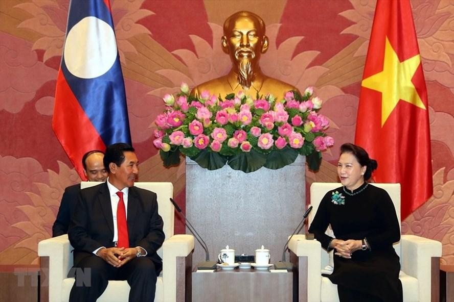 Chủ tịch Quốc hội Nguyễn Thị Kim Ngân tiếp Phó Chủ tịch Quốc hội Lào Bounpone Bouttanavong. Ảnh: TTXVN.