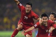 Huy Hùng chấn thương lãng xẹt khiến hàng tiền vệ tuyển Việt Nam lâm nguy