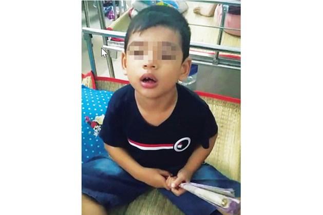 Cháu Phúc, 5 tuổi, bị bại não cần giúp đỡ. Ảnh: GĐ