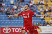 """Anh Đức khiến thủ môn Hà Nội FC """"bó tay"""" bởi pha đá phạt thần sầu"""