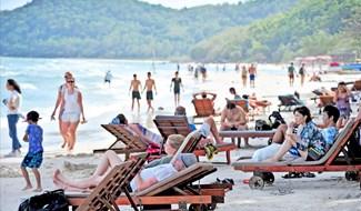 Đảo xa Phú Quốc bây giờ đã ken kín du khách mỗi ngày. Ảnh: Thế Duy