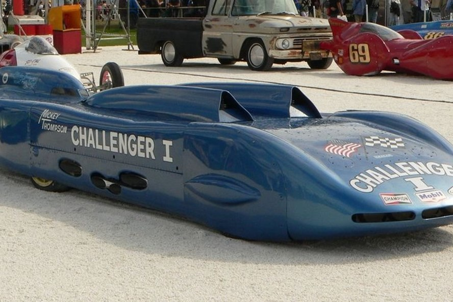 Chiếc Challenger do Mickey thiết kế chế tạo.