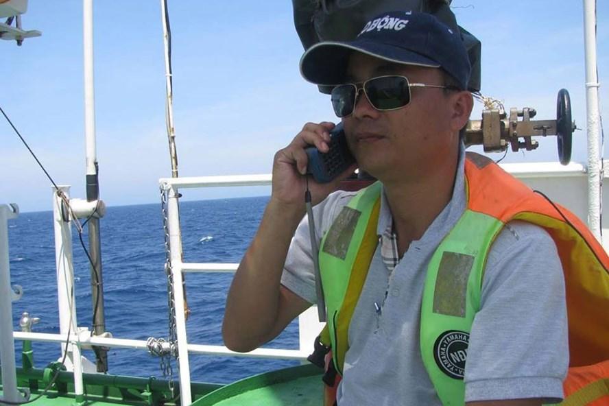 Phóng viên Phan Thanh Hải tác nghiệp tại biển Đông năm 2014.
