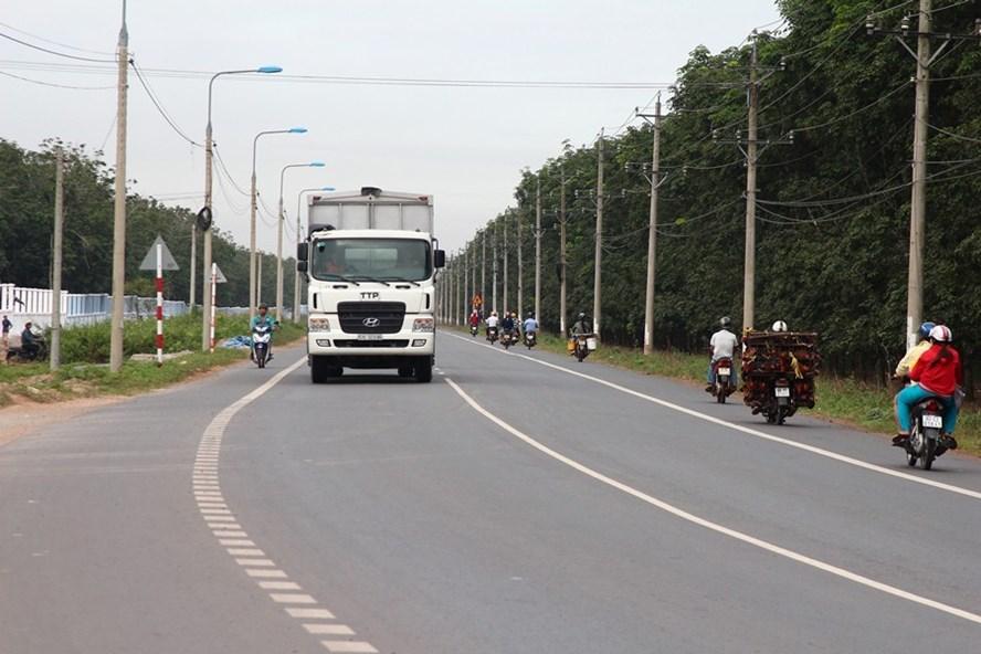 """Đường tỉnh lộ 769 qua Long Thành (Đồng Nai) đang được giới """"cò đất"""" rao bán rầm rộ. Ảnh: P.V"""