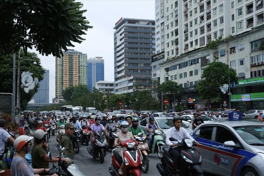 Kẹt đường tại ngã tư Nguyễn Chí Thanh - Huỳnh Thúc Kháng (Hà Nội) chiều 10.9.2019. Ảnh: HẢI NGUYỄN