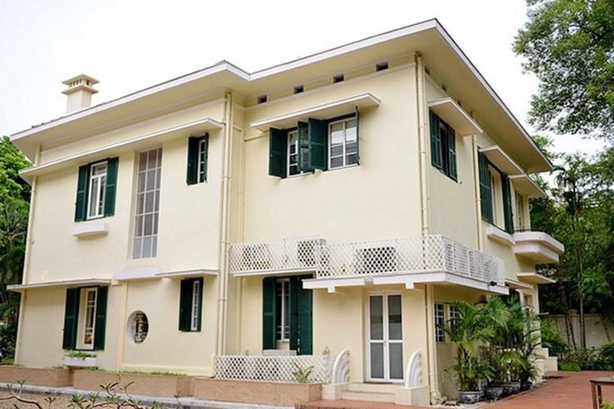 Nơi ở của gia đình Đại sứ Pháp trong khuôn viên Đại sứ quán Pháp tại Hà Nội mang đậm kiến trúc những năm 1950.