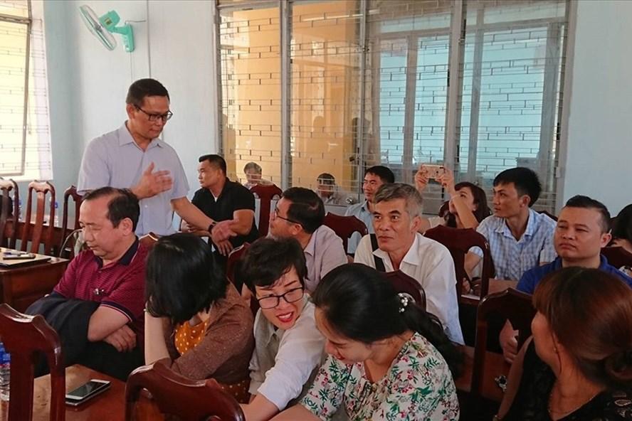 Nhiều người lao động tại Đắk Lắk đã đồng loạt khởi kiện Công ty Prudential về việc ra quyết định nghỉ việc trái quy định. Ảnh: HL
