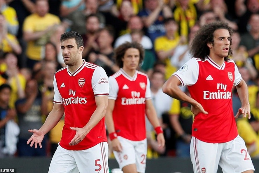 Những sai lầm ở hàng thủ khiến Arsenal chỉ có trận hòa trước Watford. Ảnh: Reuters.