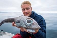 """Ngư dân Na Uy suýt nhảy khỏi thuyền khi bắt được """"thủy quái"""" như khủng long"""