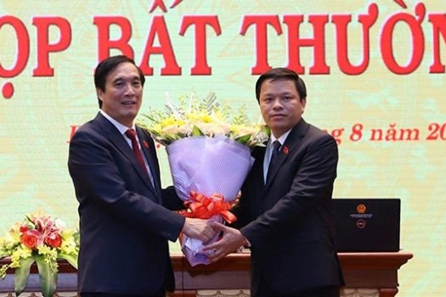 Ông Phan Trọng Tấn (phải) giữ chức Phó Chủ tịch UBND tỉnh Phú Thọ. Ảnh Baogiaothong.vn