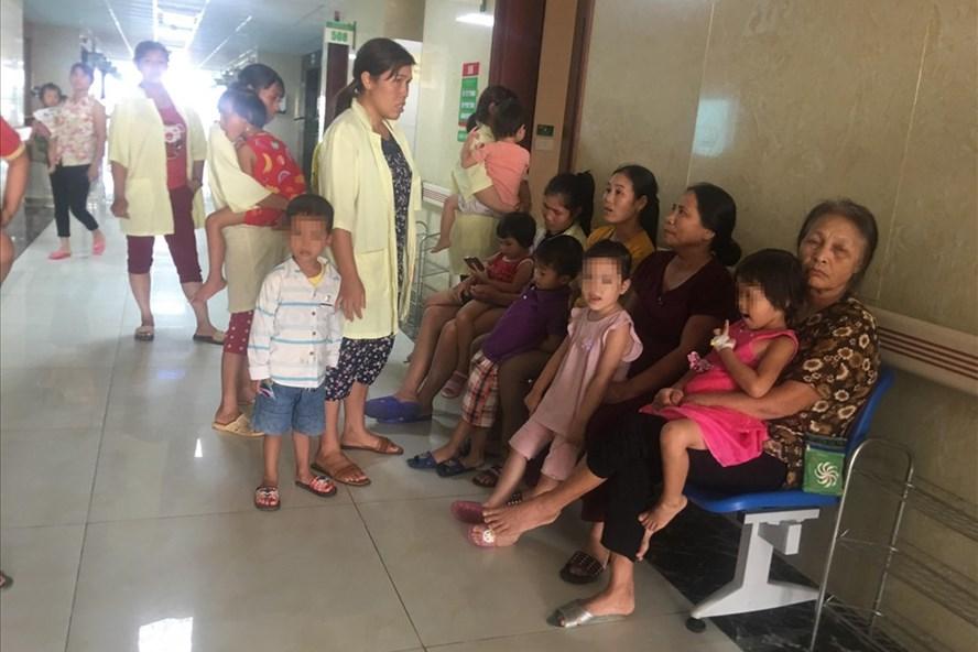 89 trẻ mần non đã phải nhập viện khẩn cấp nghi do ngộ độc thực phẩm. Ảnh: LL.
