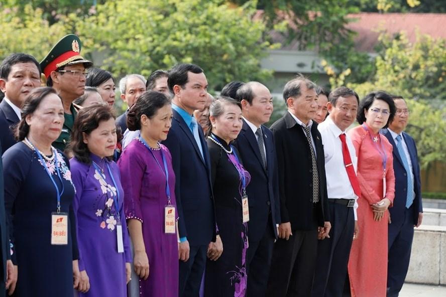 Các Đại biểu dự Đại hội đại biểu toàn quốc MTTQ Việt Nam lần thứ IX viếng lăng Chủ tịch Hồ Chí Minh. Ảnh: Quang Vinh