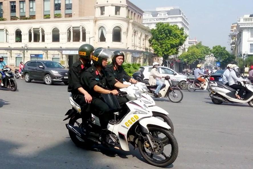 Cảnh sát cơ động sẽ tuần tra cả ban ngày nhằm đảm bảo an ninh trật tự. Ảnh: PV