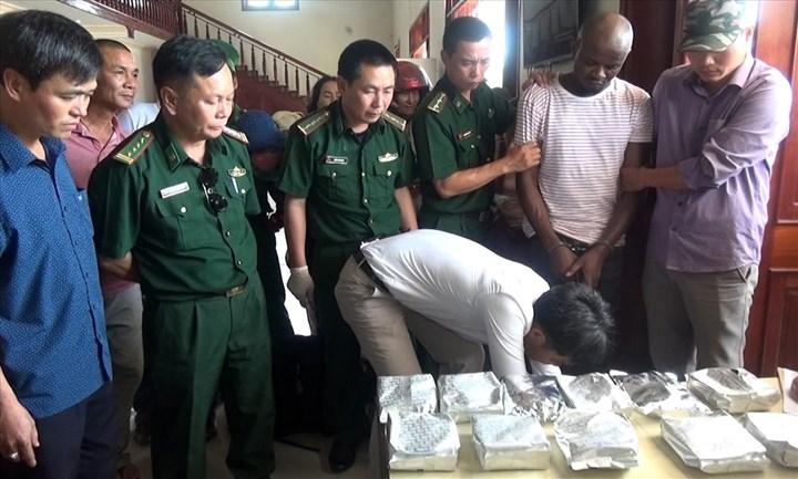"""Từ chiếc vali """"vô chủ"""" đến cái cúi đầu nhận tội của trùm ma túy quốc tế"""