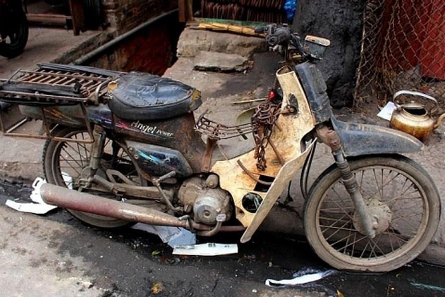 Đây là một chiếc xe người dân vẫn còn gặp trên phố. Nó là một đống rác? Hay là một bát hương di động? Ảnh: VOV