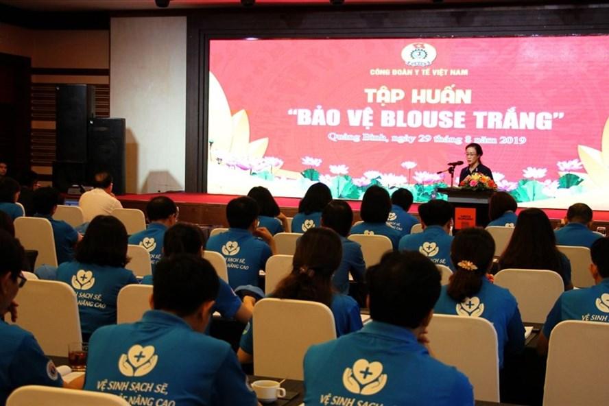PGS.TS Phạm Thanh Bình – Chủ tịch Công đoàn Y tế Việt Nam phát biểu khai mạc lớp tập huấn. Ảnh: K.Chi