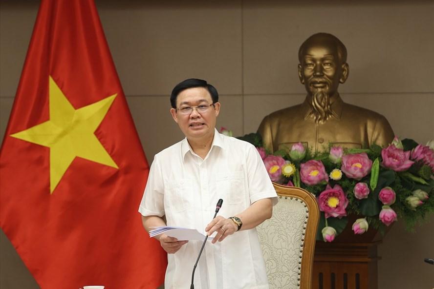 Phó Thủ tướng Vương Đình Huệ phát biểu tại cuộc họp. Ảnh: Thành Chung.