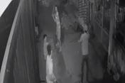 Trêu ghẹo gái trong quán karaoke, một người bị chém tử vong, 7 người bị bắt