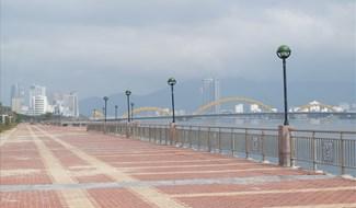 Phố đi bộ - chợ đêm Bạch Đằng nằm trên vỉa hè tuyến đường Bạch Đằng từ đường Bình Minh 4 đến đường Bình Minh 9 với chiều dài 650m, diện tích khoảng 2,2ha. ảnh: Khánh Nguyên