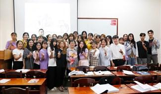 Sinh viên Ngoại ngữ DTU say mê học tập cùng các giảng viên nước ngoài