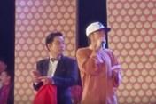 Đi lưu diễn, danh hài Hoài Linh bất ngờ bị khán giả ném đá lên sân khấu