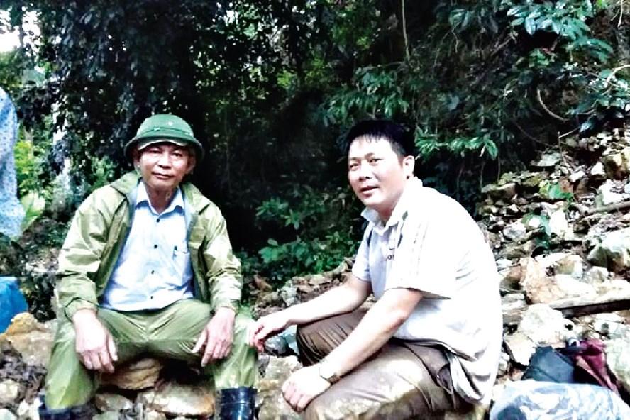 PV Xuân Hùng (phải) đang tác nghiệp